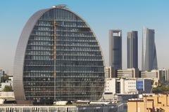 Horizonte de Madrid con cuatro torres y edificios bajo construcción Imagen de archivo libre de regalías