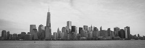 Horizonte de Manhattan con el panorama de Freedom Tower Fotos de archivo libres de regalías