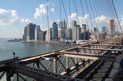 Horizonte de Manhattan del puente de Brooklyn Imagen de archivo