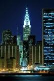 Horizonte de Manhattan en las noches Foto de archivo libre de regalías