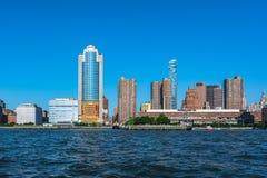 Horizonte de Manhattan de Hudson River, NYC fotos de archivo libres de regalías