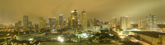 Horizonte de Manila en la noche