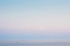 Horizonte de mar minimalista da noite Fotos de Stock