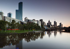 Horizonte de Melbourne de Southbank Foto de archivo libre de regalías