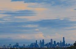 Horizonte de Melbourne en la salida del sol Foto de archivo libre de regalías