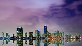 Horizonte de Miami en el lapso de la noche Foto de archivo libre de regalías