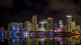 Horizonte de Miami en la noche Imagenes de archivo