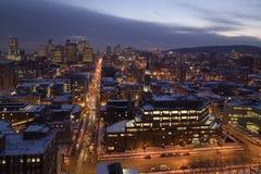 Horizonte de Montreal céntrico en la noche fotografía de archivo