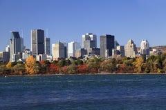 Horizonte de Montreal en el otoño, Canadá Imagen de archivo libre de regalías