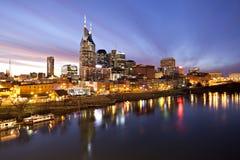 Horizonte de Nashville en el crepúsculo fotografía de archivo libre de regalías