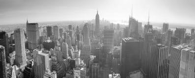 Horizonte de New York City blanco y negro Imagenes de archivo