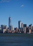 Horizonte de New York City con una construcción del World Trade Center Imagenes de archivo