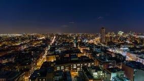 Horizonte de New York City en la noche almacen de metraje de vídeo
