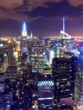 Horizonte de New York City en la noche fotografía de archivo