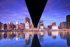 Horizonte de New York City en la reina Foto de archivo libre de regalías