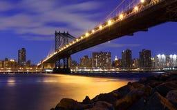 Horizonte de New York City y puente de Manhattan Foto de archivo