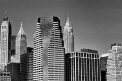 Horizonte de Nueva York blanco y negro foto de archivo