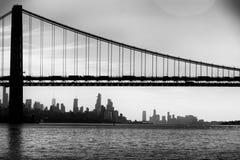 Horizonte de Nueva York blanco y negro fotos de archivo