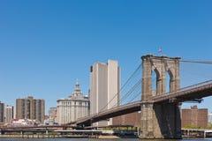 Horizonte de Nueva York con el puente de Brooklyn Imagen de archivo libre de regalías