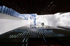 Horizonte de Nueva York de debajo Fotos de archivo