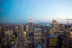 Horizonte de Nueva York en la noche. Foto de archivo