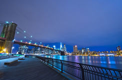 Horizonte de Nueva York en la noche, los E.E.U.U. Fotografía de archivo