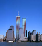 Horizonte de NYC con las torres gemelas Imágenes de archivo libres de regalías