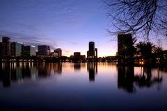 Horizonte de Orlando en el crepúsculo Imagen de archivo