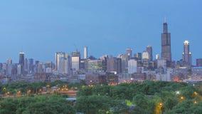 Horizonte de oro de Chicago en la puesta del sol almacen de metraje de vídeo