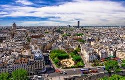 Horizonte de París con la opinión sobre el cuarto latino de París, de los 5tos y 6tos arrondissements de París foto de archivo libre de regalías
