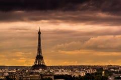 Horizonte de París en la puesta del sol Imagen de archivo