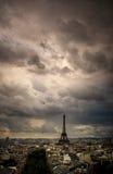 Horizonte de París en la puesta del sol de Arc de Triomphe Foto de archivo