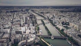 Horizonte de París que muestra a río el Sena Foto de archivo libre de regalías