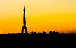 Horizonte de París en la puesta del sol Imagen de archivo libre de regalías