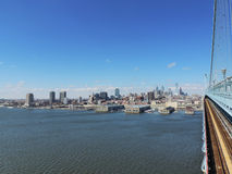 Horizonte de Philadelphia con Ben Franklin Bridge Fotografía de archivo