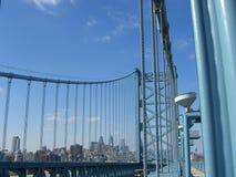 Horizonte de Philadelphia del puente de Ben Franklin Foto de archivo
