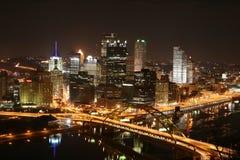 Horizonte de Pittsburgh en la noche Fotografía de archivo libre de regalías