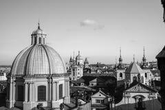 Horizonte de Praga del blanco del negro del puente de Charles Foto de archivo libre de regalías