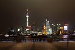Horizonte de Pudong en la noche Foto de archivo