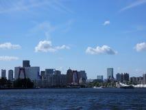 Horizonte de Rotterdam del este en 4 de la tarde imagen de archivo libre de regalías