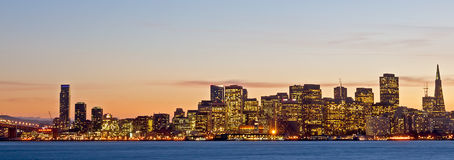 Horizonte de San Francisco en la noche Fotografía de archivo