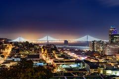 Horizonte de San Francisco en la oscuridad Imagen de archivo libre de regalías