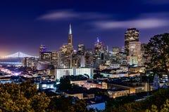Horizonte de San Francisco en la oscuridad Fotografía de archivo libre de regalías