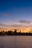 Horizonte de San Francisco en la puesta del sol Imágenes de archivo libres de regalías