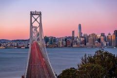 Horizonte de San Francisco y puente de la bahía Imagen de archivo libre de regalías
