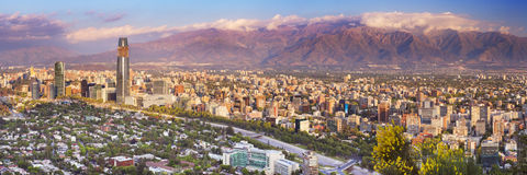 Horizonte de Santiago de Chile de Cerro San Cristobal Imagen de archivo