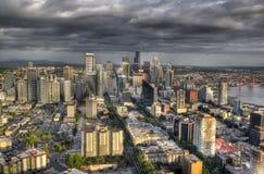 Horizonte de Seatle con las nubes Foto de archivo