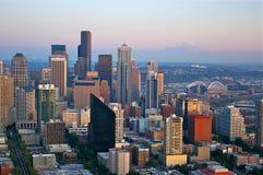 Horizonte de Seattle con el montaje más lluvioso Fotografía de archivo libre de regalías