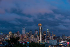Horizonte de Seattle, de la colina de la reina Anne Foto de archivo libre de regalías