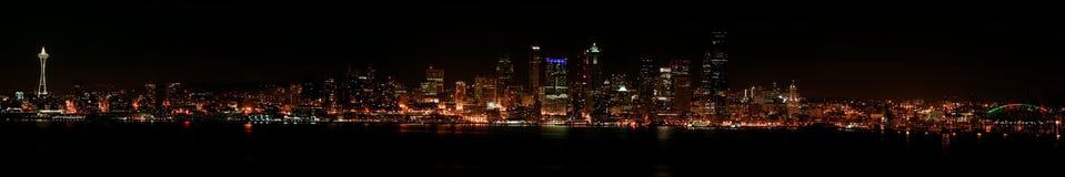 Horizonte de Seattle en la noche Fotografía de archivo